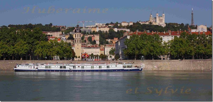 aa-Lyon Quai du Rhône et Fourvière vus de la rive gauche 19.08.2015a
