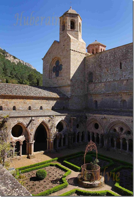 dk-Abbaye de Fontfroide (Aude) Cloître 04.05.2016a